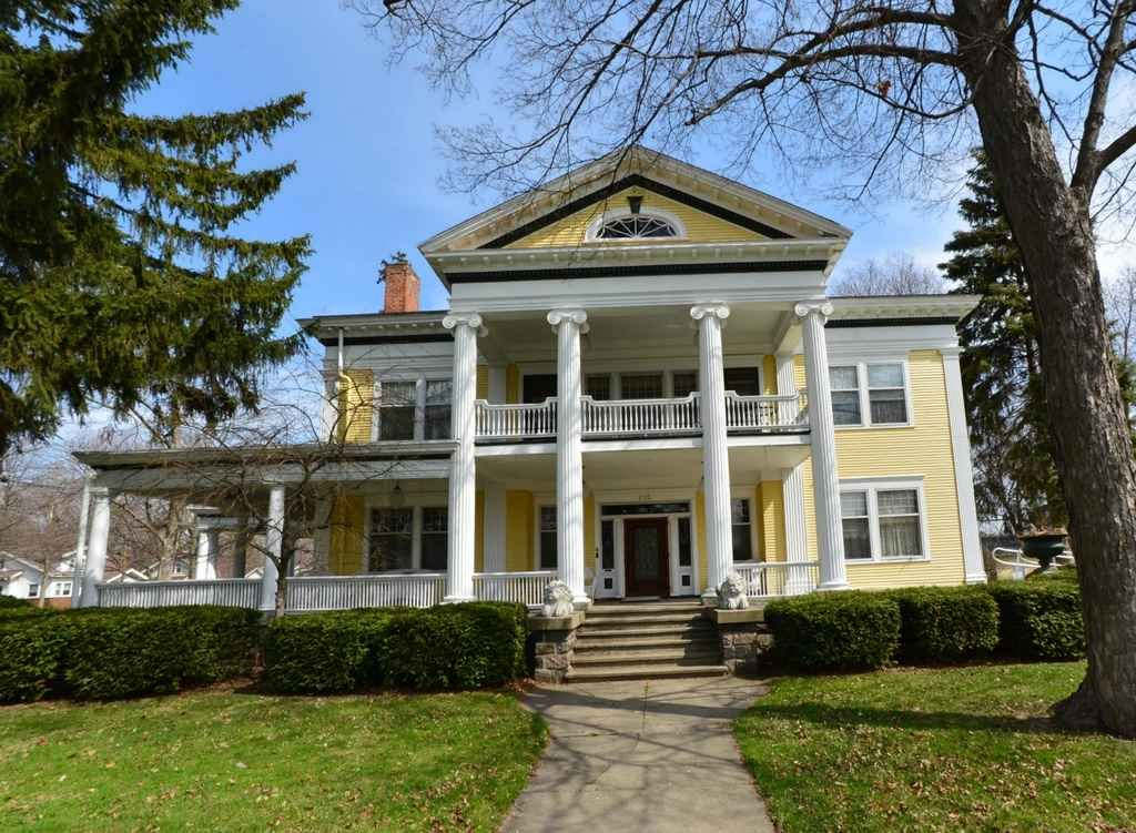 1903 Classical Revival Coldwater, MI Historic homes