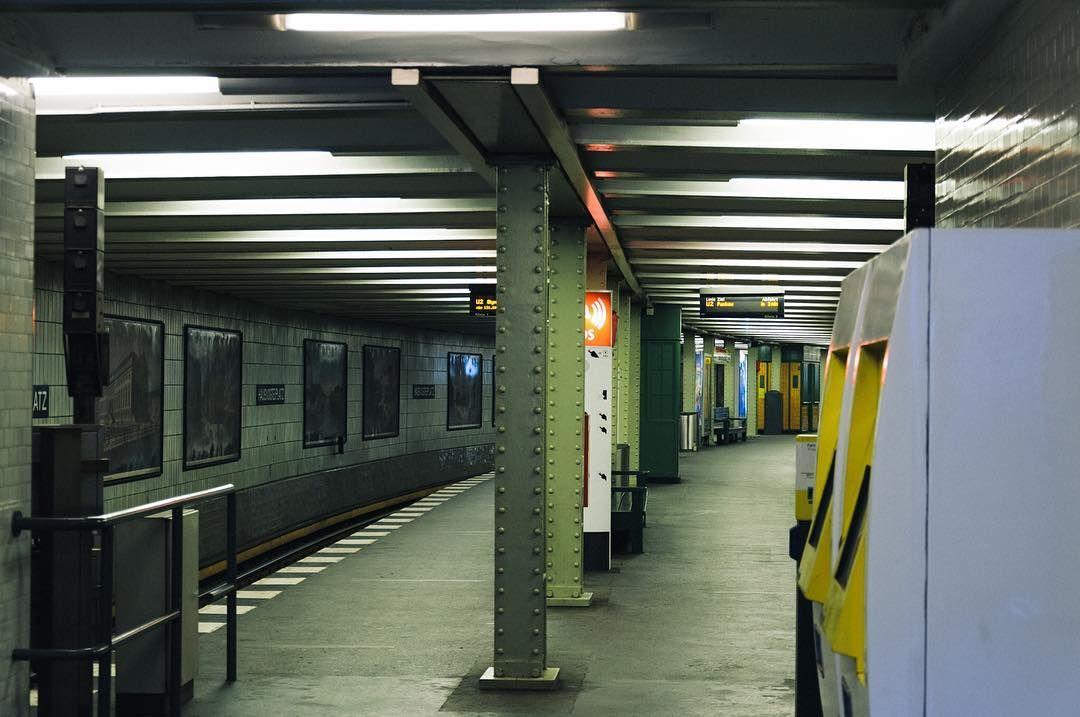 #bvg #weilwirdichlieben #workbase #subway #berlin #berlinmitte #stadtmitte #ubahnhof #street #igersberlin #vsco #vscolove #vscoberlin by scholt