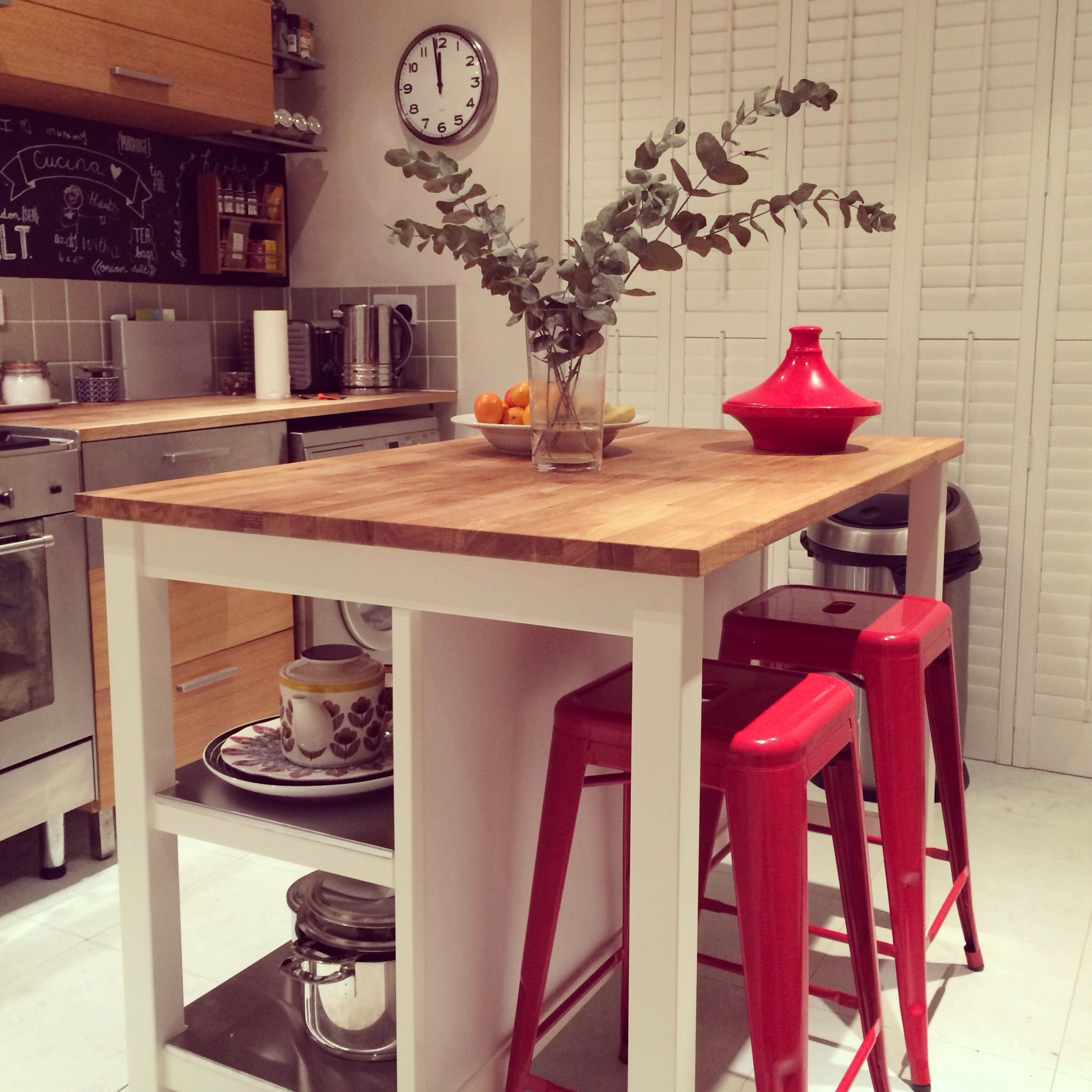 Ilot De Cuisine Et Table Intégrée stenstorp island from ikea with red tolix style chairs. just