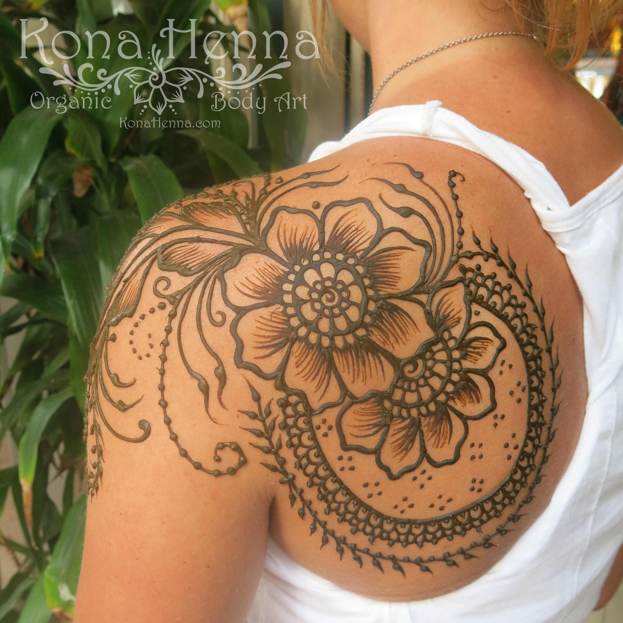 Shoulder Henna: Organic Henna Products. Professional Henna Studio