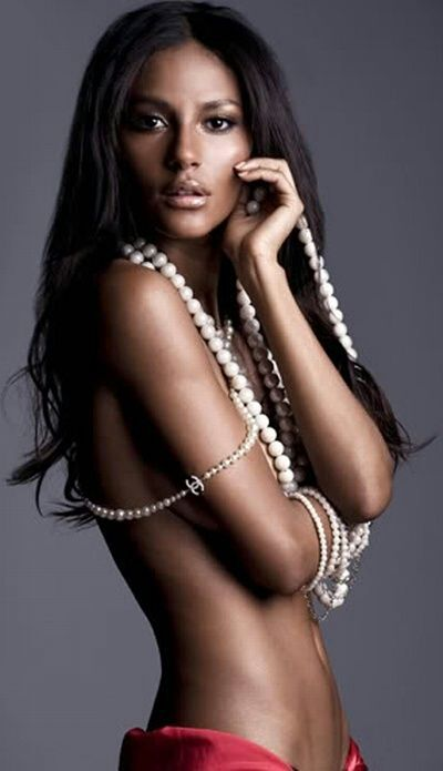Pin By Daretodream88 On Girls In Pearls Beautiful Black Women