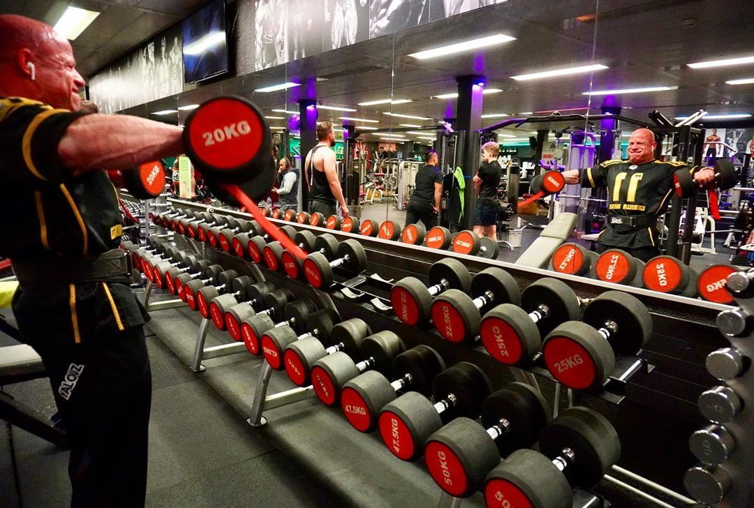 Trainsane Gym Bietet Fur Alle Ambitionierte Sportler Die Richtige Umgebung Um Ihre Personliche Ziele Zu Erreichen In 2020 Gym Equipment Gym Songs