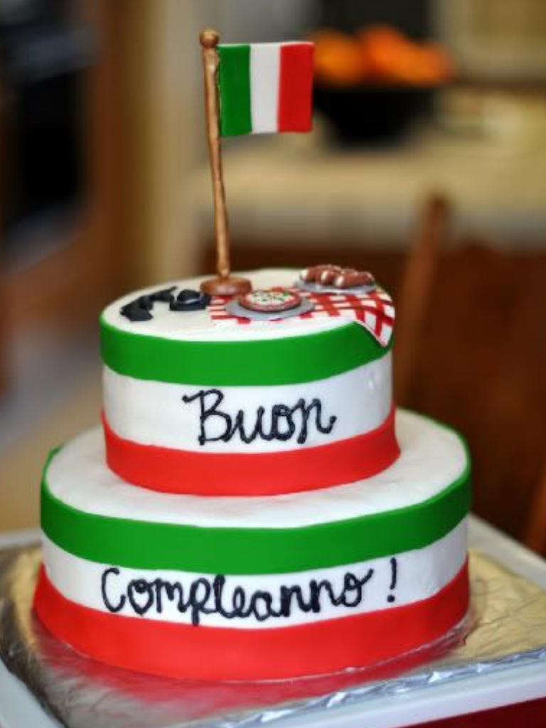 Pin Von Iris Marchi Auf Beautiful Interesting Fun Things Italienische Party Themenbezogene Torten Italienische Kuche