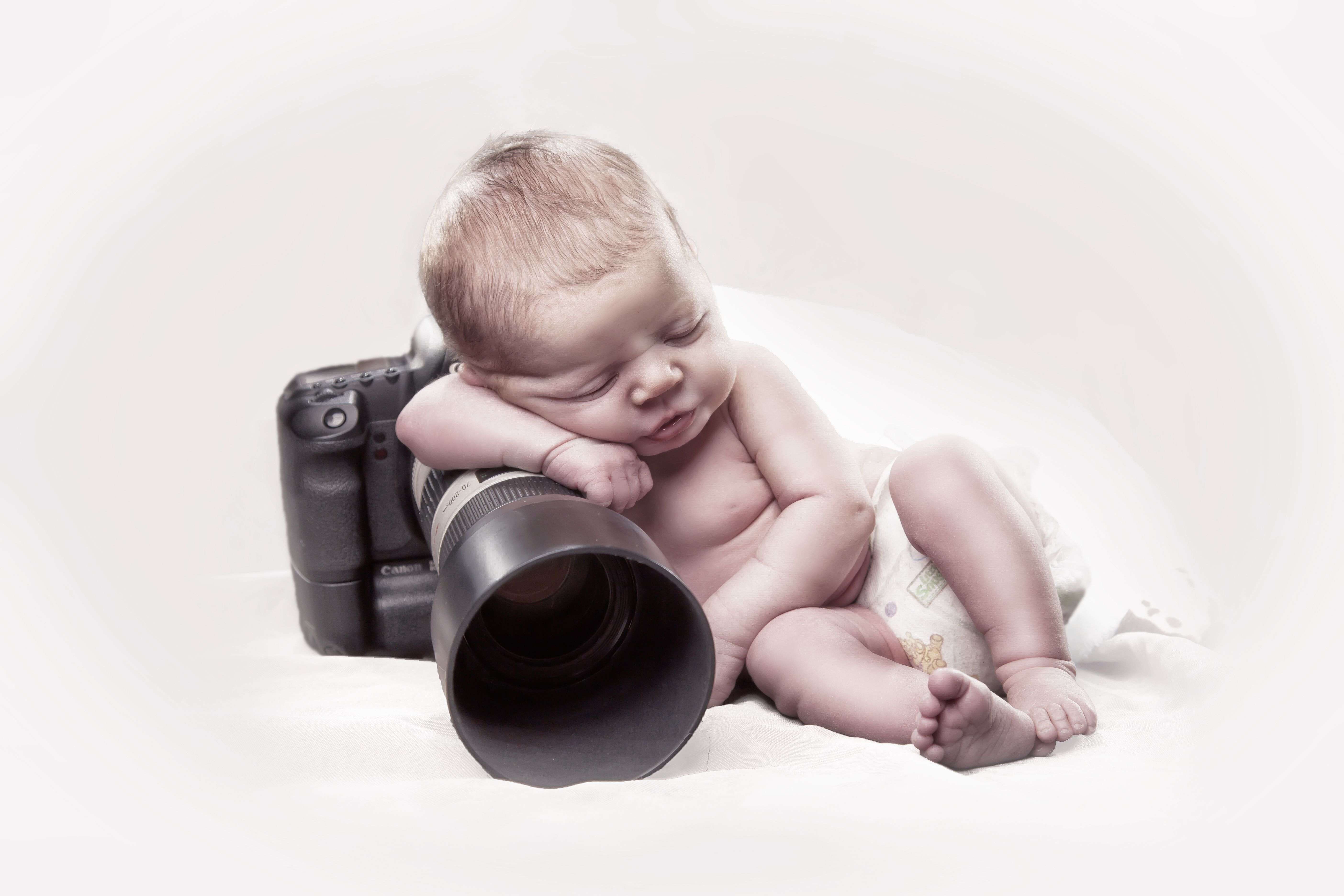 newborn baby camera photographer high key white canon 5d mark II 70 ...