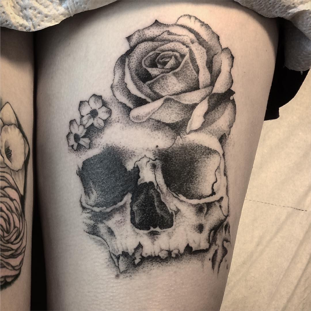 dotwork skull and rose tattoos pinterest totenk pfe tattoo ideen und ideen. Black Bedroom Furniture Sets. Home Design Ideas