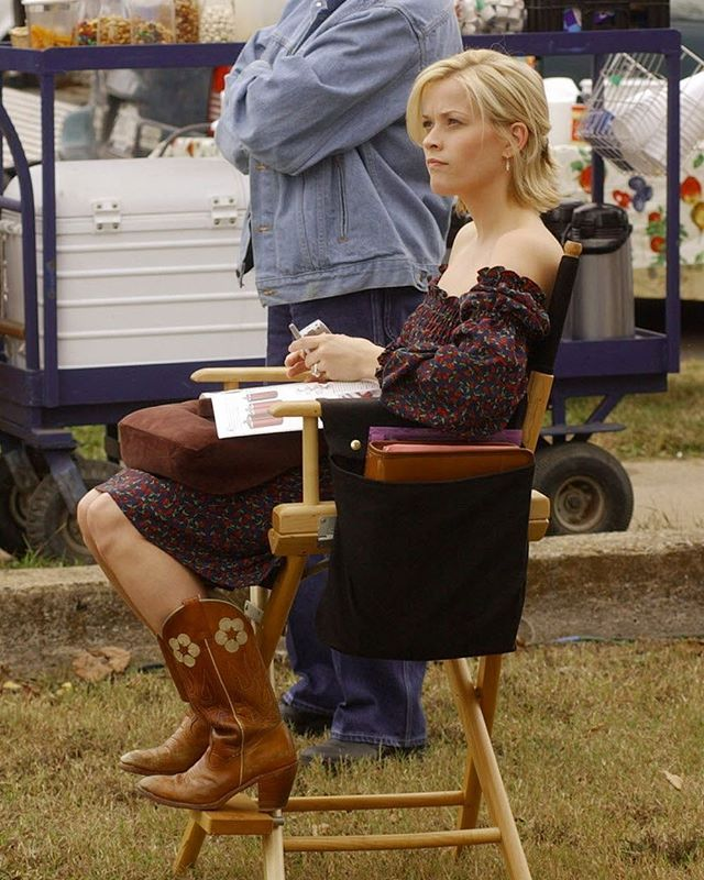 Reese Witherspoon still rockin' the cowboy boots #TBT