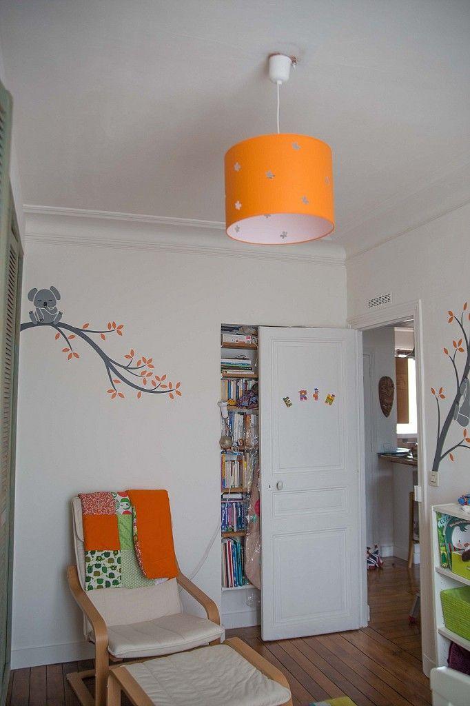 chambre bébé blanc orange vert coin fauteuil allaitement ...