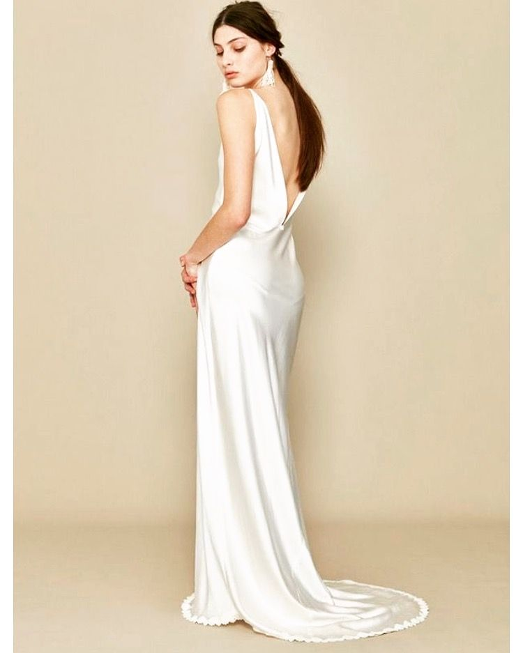 Sold A La Robe Wedding Gown Backless Simple Elegant Wedding Dress Used Wedding Dresses