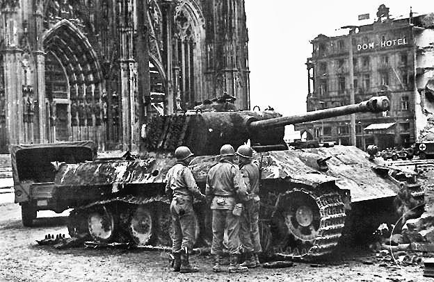 Armorama :: Pershing vs Panther Cologne 1945 | Panther ...