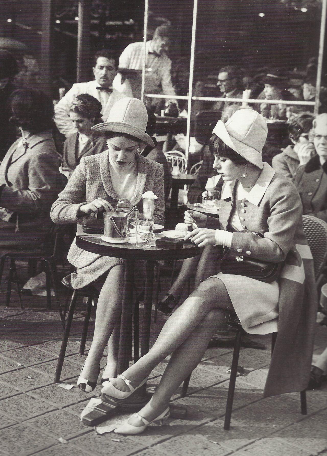 Terrasse des Champs-Elysées, Paris, années 1960