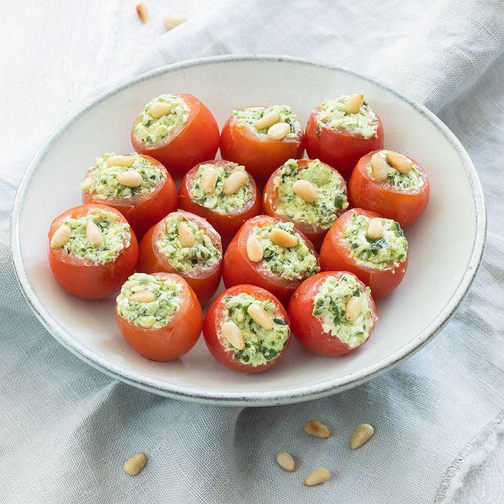 Mit Pesto gefüllte Tomaten  italie