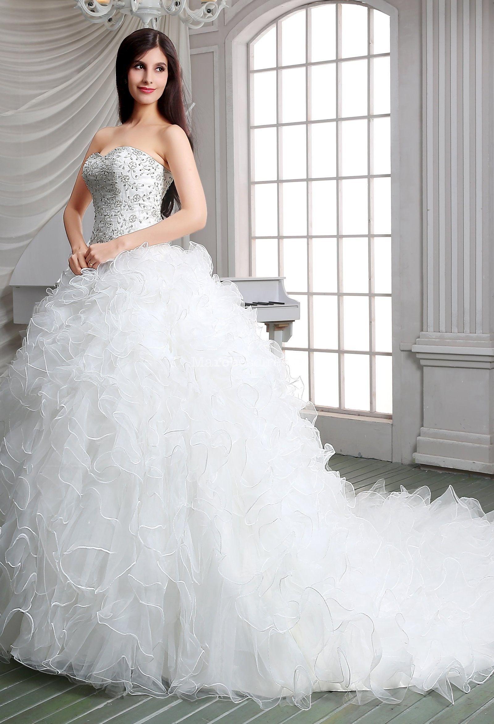 trägerloses Hochzeitskleid bestickt bestickter Rock