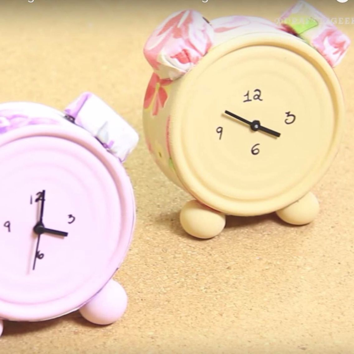 50 manualidades con latas de at n - Manualidades relojes de pared ...