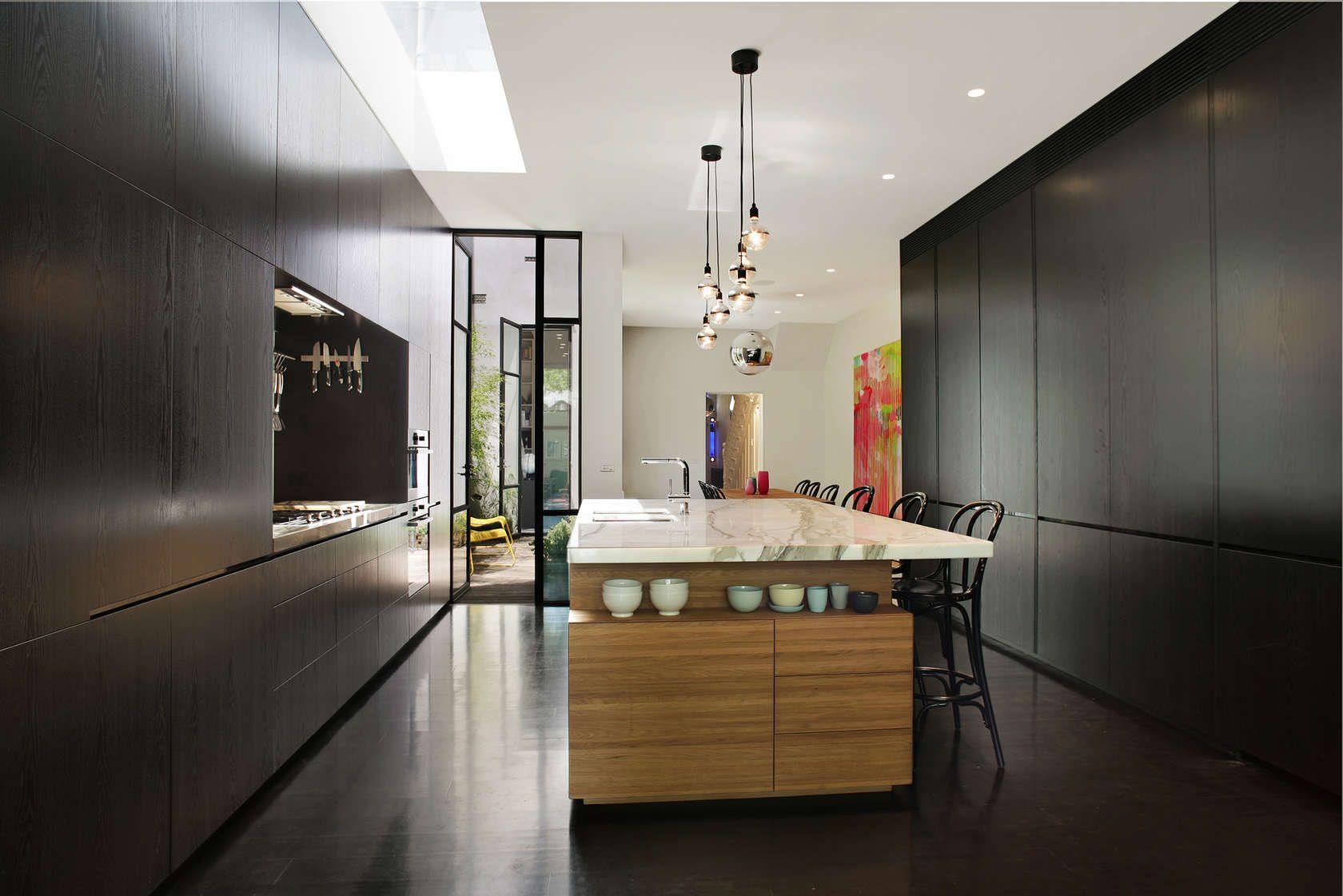 100 idee di cucine moderne con elementi in legno | Colore nero ...