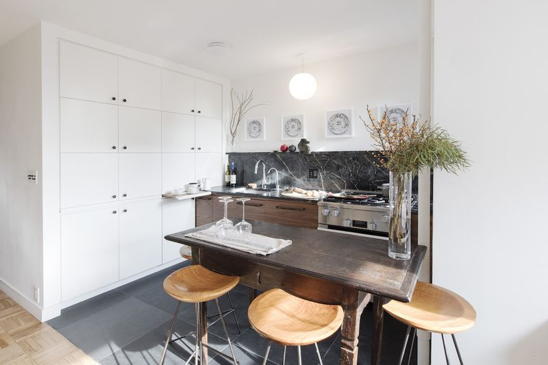 A Custom Kitchen Redesign That\u0027s Making Us Rethink Our Cabinetry - Efficiency Apartment Design