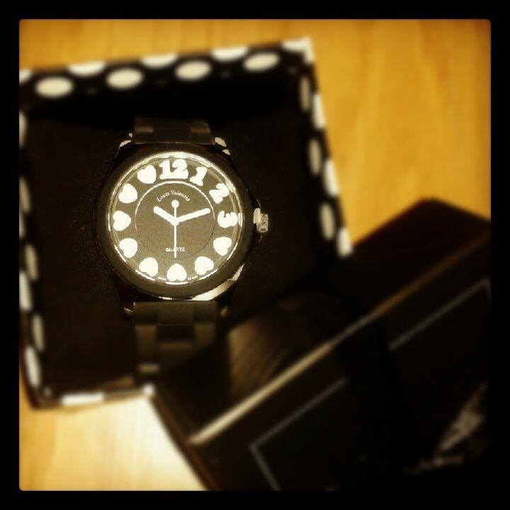 Reloj corazones con correa de caucho. Precio 15 Euros