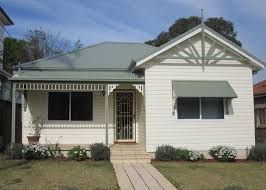 Image Result For Green Colorbond Roof Cottage Green Roof House Weatherboard House Exterior Paint Colors For House