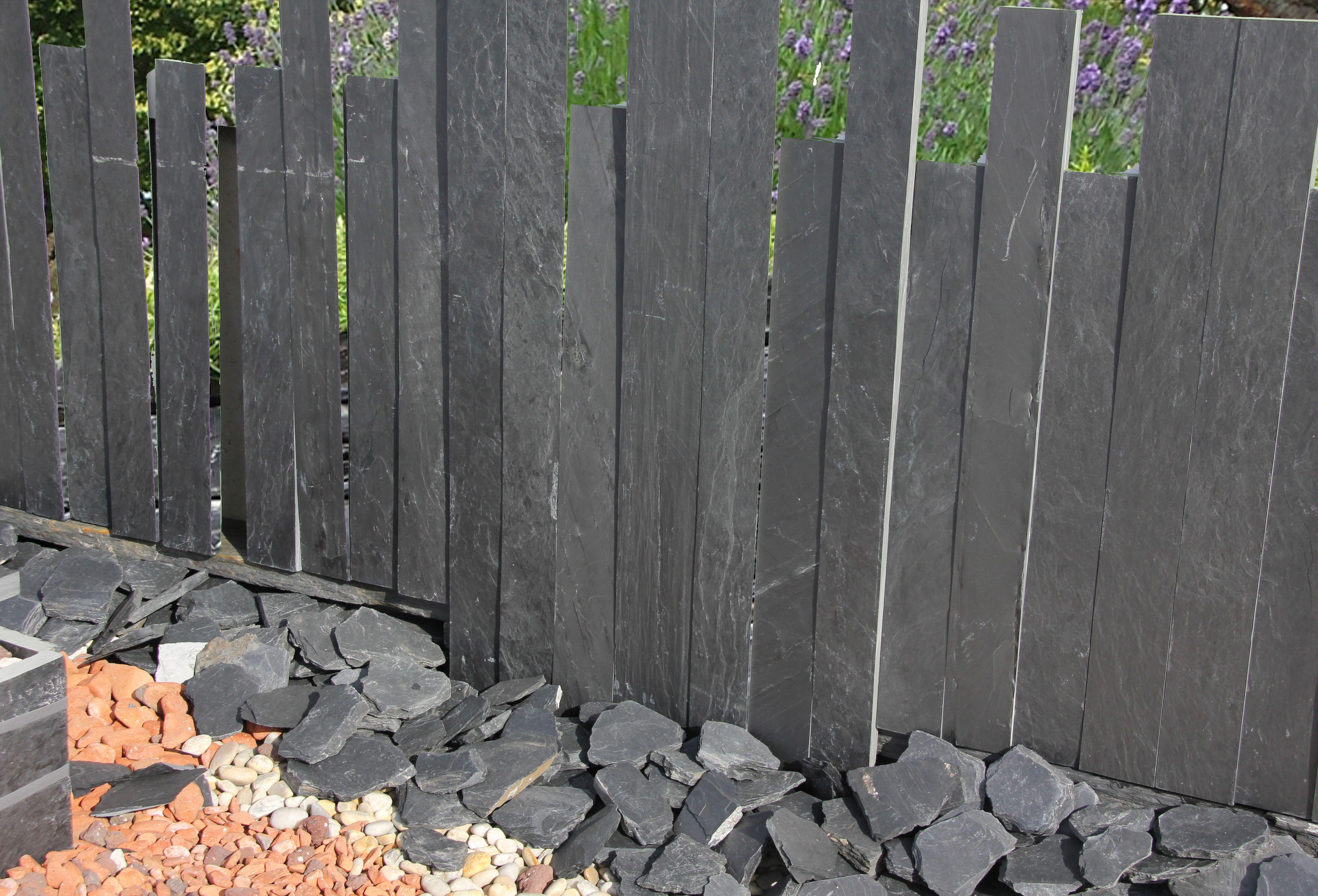 Deko für den Garten Schiefer Stehlen in warmen anthrazit sehen