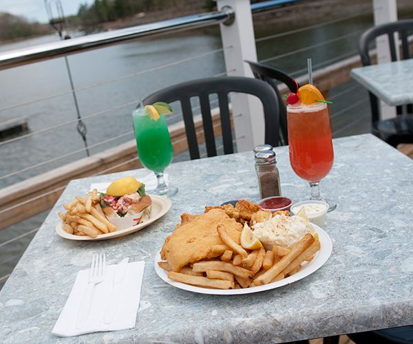 Bgs Boathouse Is A Family Owned Waterfront Seafood Restaurant In Seacoast Portsmouth Nh Our Dining Specialties Include Lobster Fried Clamore