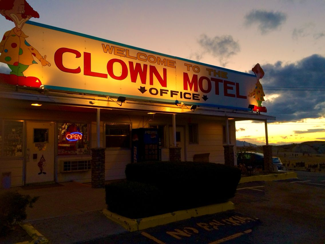 Tonopah Roadside Attraction Nevada Clown Motel Middle Of Nowhere Road Trip