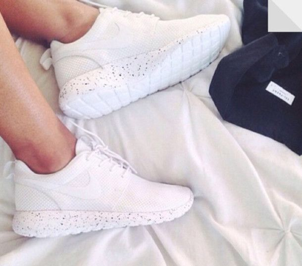 white roshe runs womens