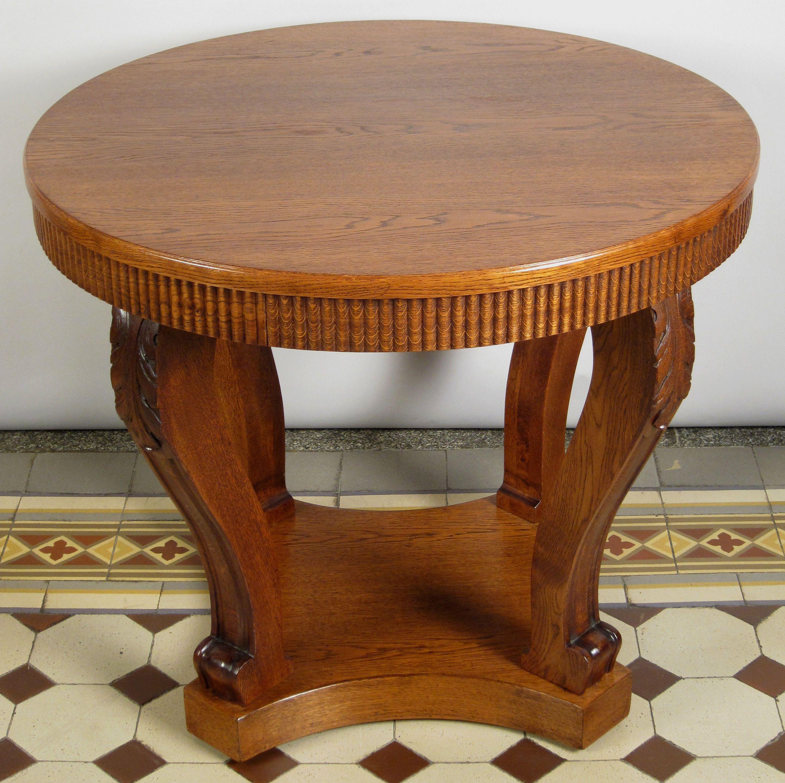 Runder Tisch Mit Vier Säulen Epoche Neorenaissance Holzart Eiche Maße Höhe 76 Cm