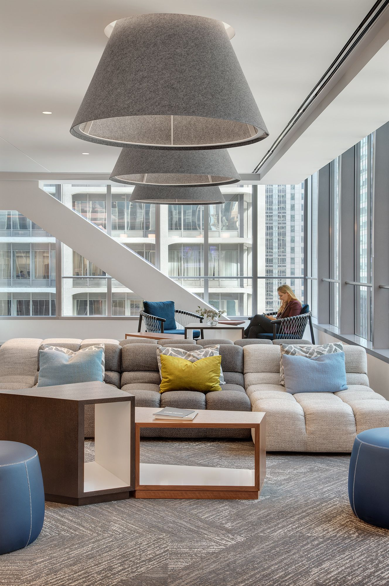 Best Office Tour 111 South Wacker Amenity Space – Chicago 400 x 300