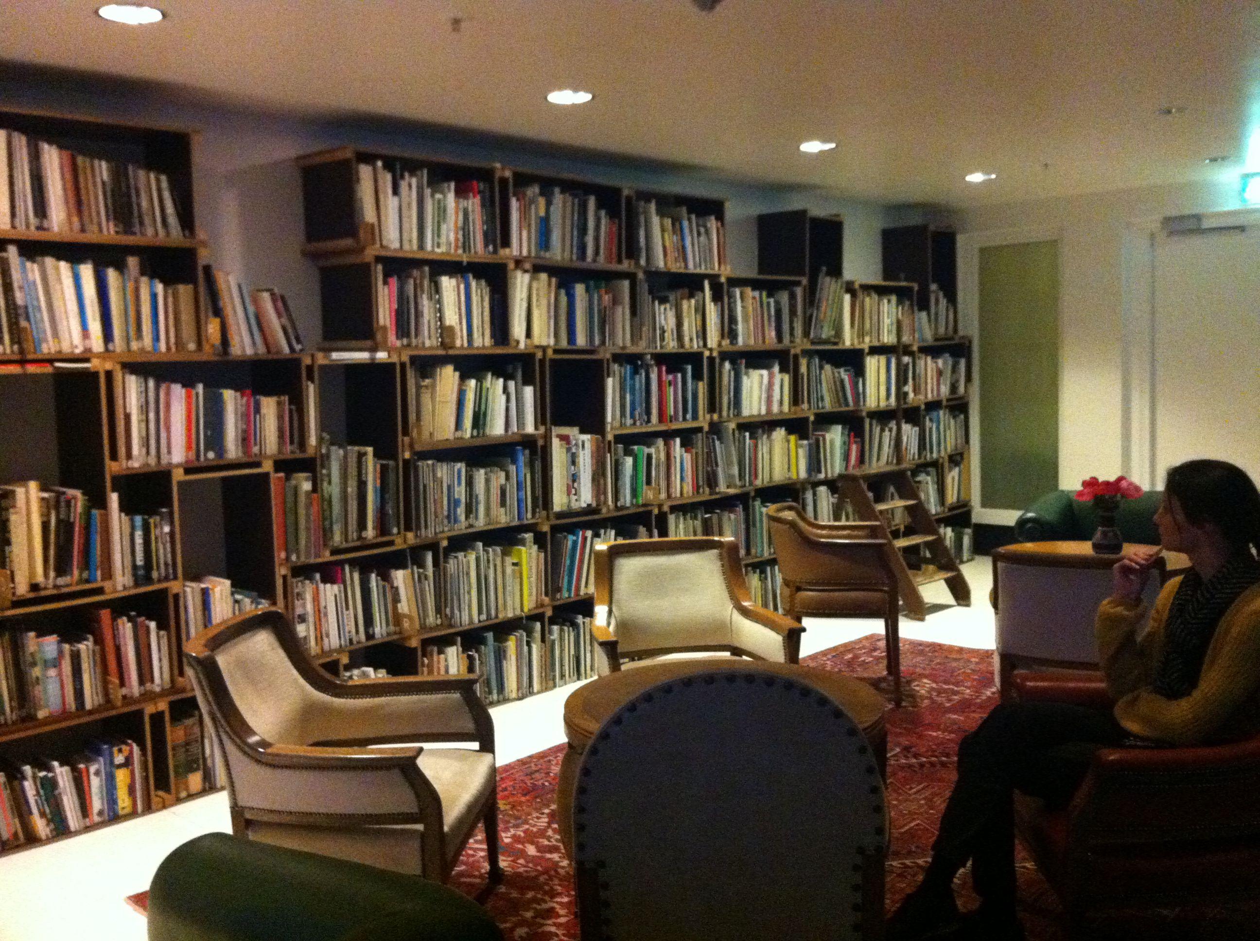 Hotellbibliotek i amsterdam bookshelf pinterest