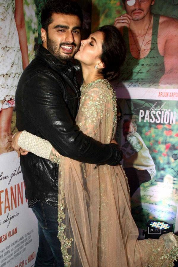 Check Out Celebrities From Hollywood And Bollywood Indulging In Pda Activities On Red Carpet Deepik Deepika Padukone Hot Deepika Padukone Hollywood Celebrities