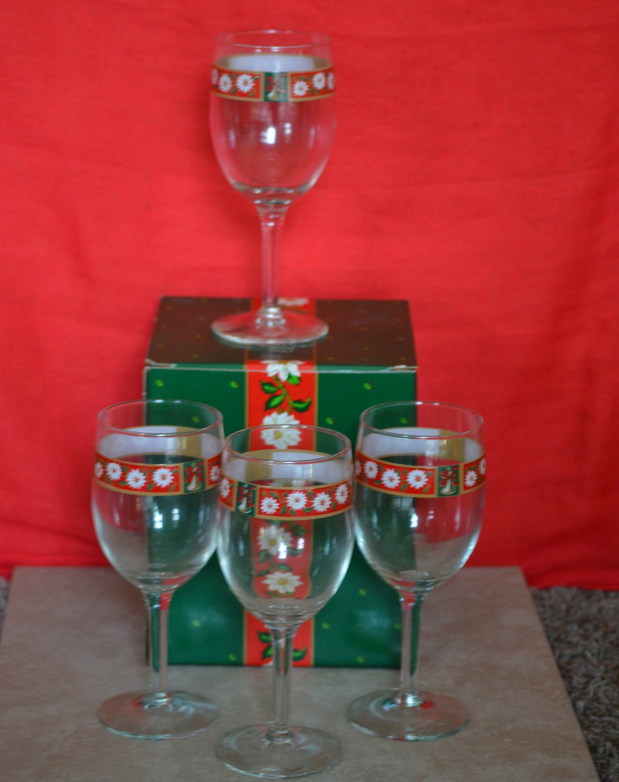 Christmas Wine Glassescharlton Hall Kobe Set Of 4 1985 1995 Etsy Christmas Wine Glasses Wine Glasses Christmas Wine