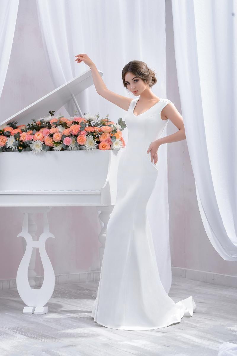 "Wedding dress by Belleza e Lusso. Collection ""Piano"" / Свадебное платье от Belleza e Lusso. Коллекция ""Пиано"" #lusso #lussodress #bellezaelusso #designer #eveningdress #weddingdress #yourwedding #wedding #newcollection #collection2016 #weddingdresses2016"