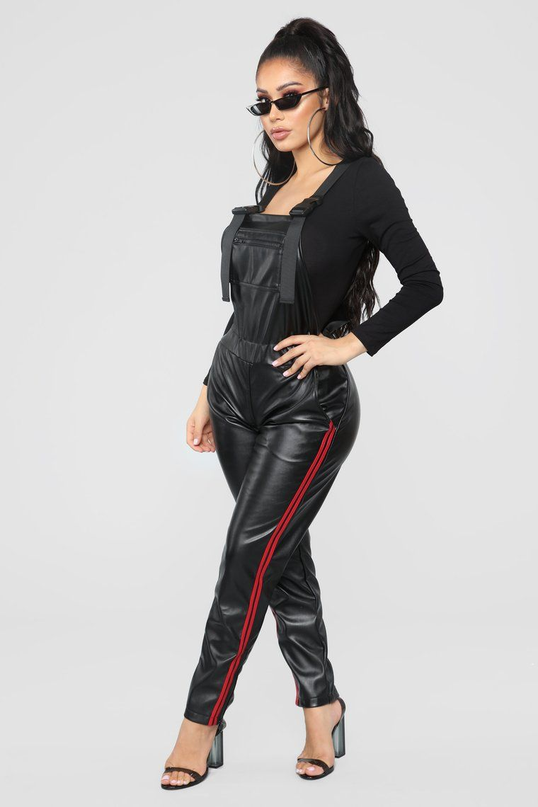 e8a2cc69e5e Fashion Nova Must Have Used Magic to Create These Eerily Similar Kylie  Jenner Birthday Looks So Fast