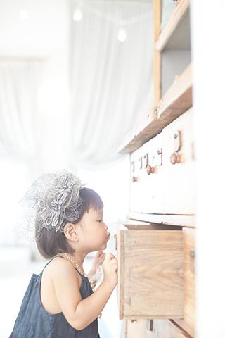 浜松市のシイキ写真館 ボンフルール ファミ はお子様とファミリーのために作られた浜松のフォトスタジオ 浜松駅すぐのシイキ写真館 ボンフルール ファミ の カジュアルフォト の撮影はお洒落な衣装で特別かわいくかっこよく スタイリングフォトを撮影致します