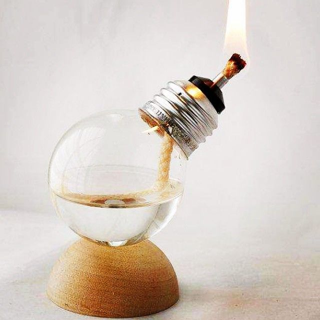 id e diy cr er une lampe huile avec une ampoule ampoule plante pinterest id e de. Black Bedroom Furniture Sets. Home Design Ideas