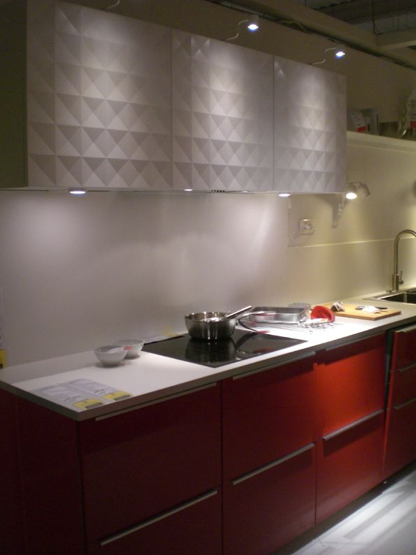 Ringhult rouge et lements hauts herrestad blanc kitchen for Ikea element cuisine haut