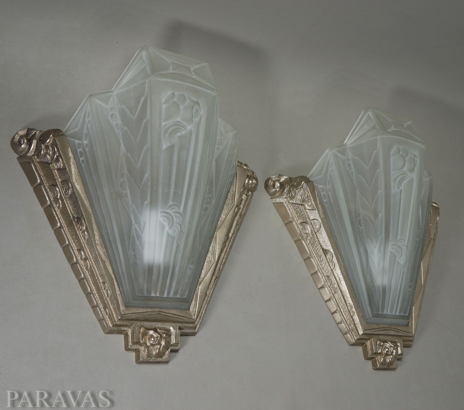 GILLES A stunning pair of French art deco wall sconces by la