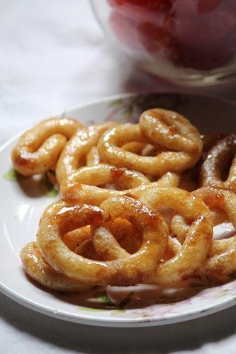 YUMMY TUMMY: Karupatti Mittai Recipe / Cheeni Mittai Recipe / Palm Jaggery Sweets Recipe