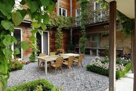 Grote binnentuin van woonboerderij inrichting binnenkoer pinterest binnentuin - Ideeen buitentuin ...