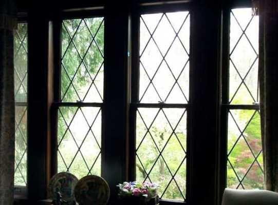 Tudor Windows windows of tudor houses: to make a pane of glass was a time