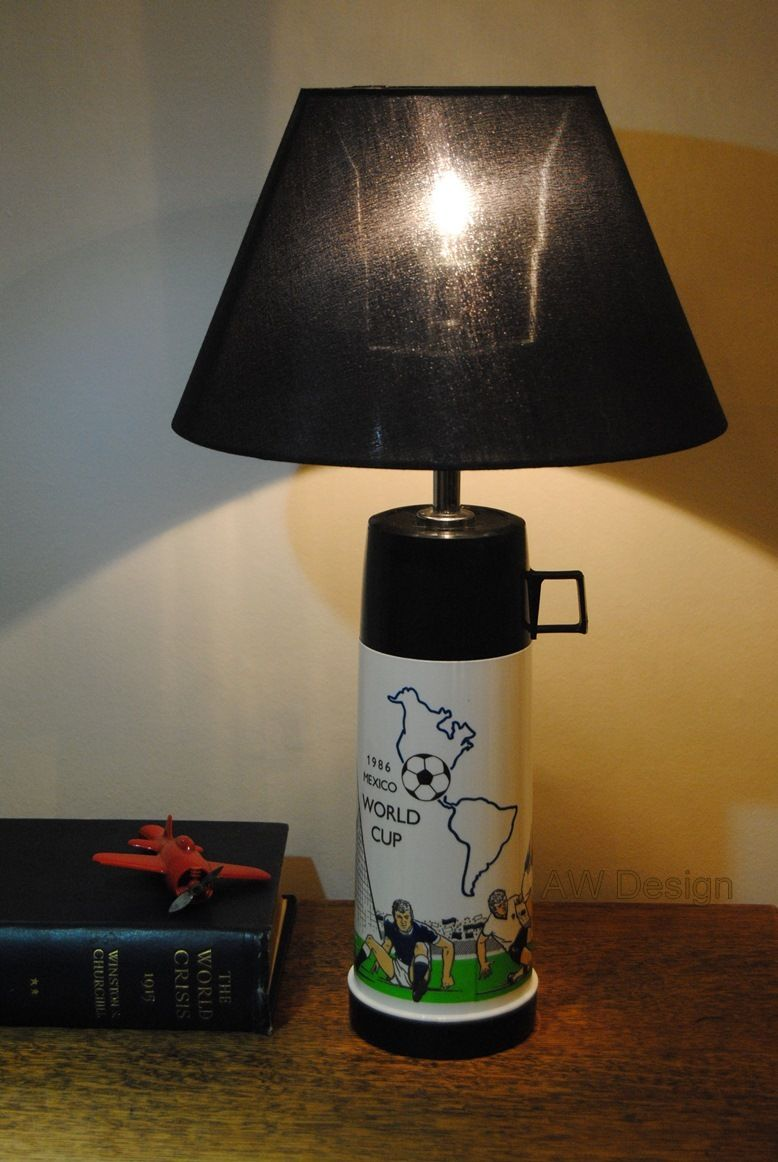 This lamp upcycling project is based on a vintage 80s