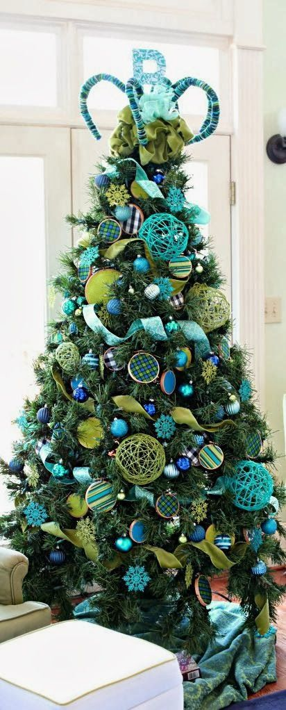 Christmas Tree Blue Lime Love The Idea To Make Large Bulbs At Home With Bright Yarn Stri Creative Christmas Trees Blue Christmas Tree Green Christmas Tree