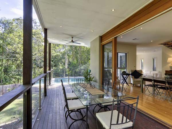 Cul-de-sac Family Retreat in Brisbane's Chapel Hill - http://freshome.com/2011/03/26/cul-de-sac-family-retreat-in-brisbanes-chapel-hill/