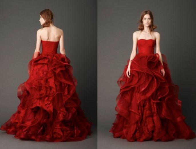 Vestido De Novia Con Grandes Olanes Y Corset Color Rojo
