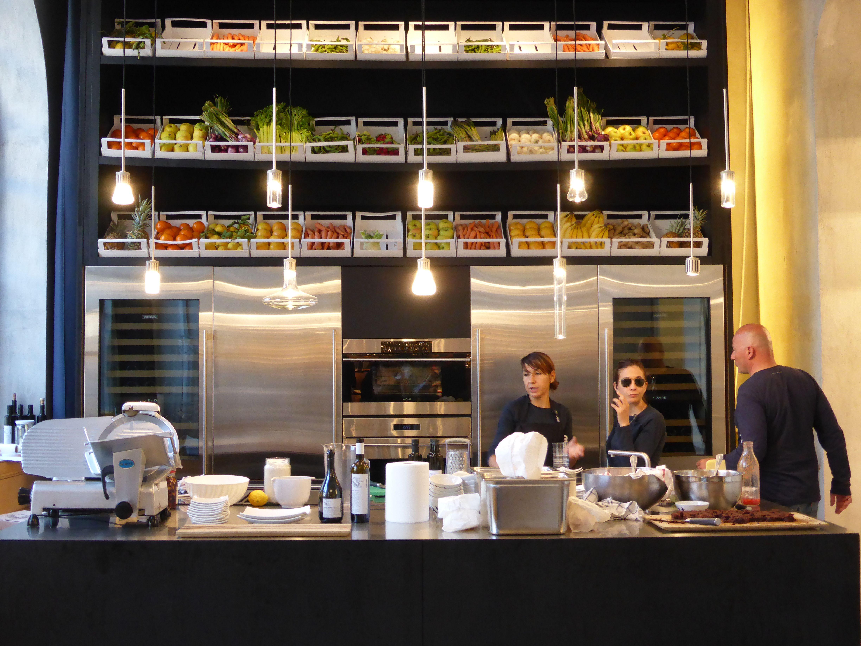 Raw   cabinet de curiosités Corso Magenta 96, 20123 Milano Via ...