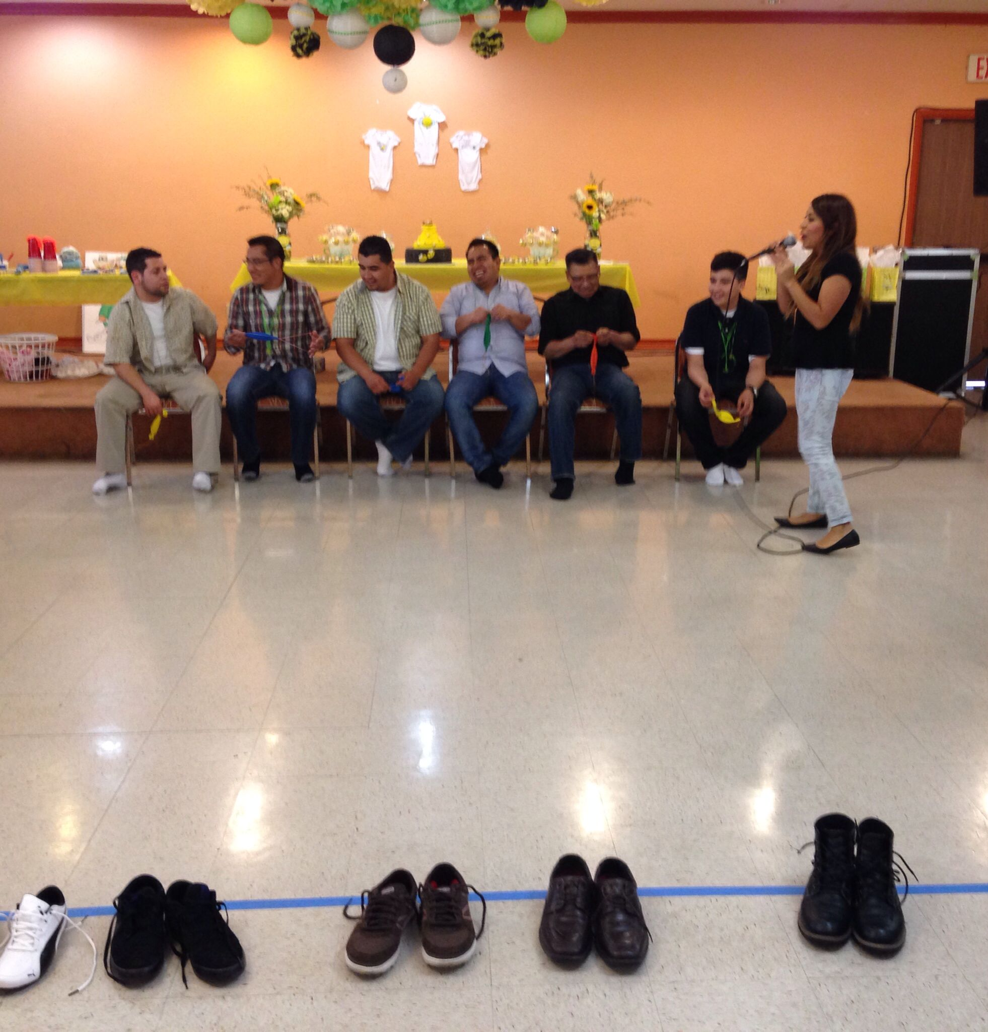 Captivating Co Ed Baby Shower Game. Have The Men Take Off Their Shoes And Place Them