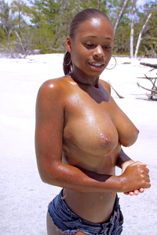 ebony-women-naked-on-the-beach