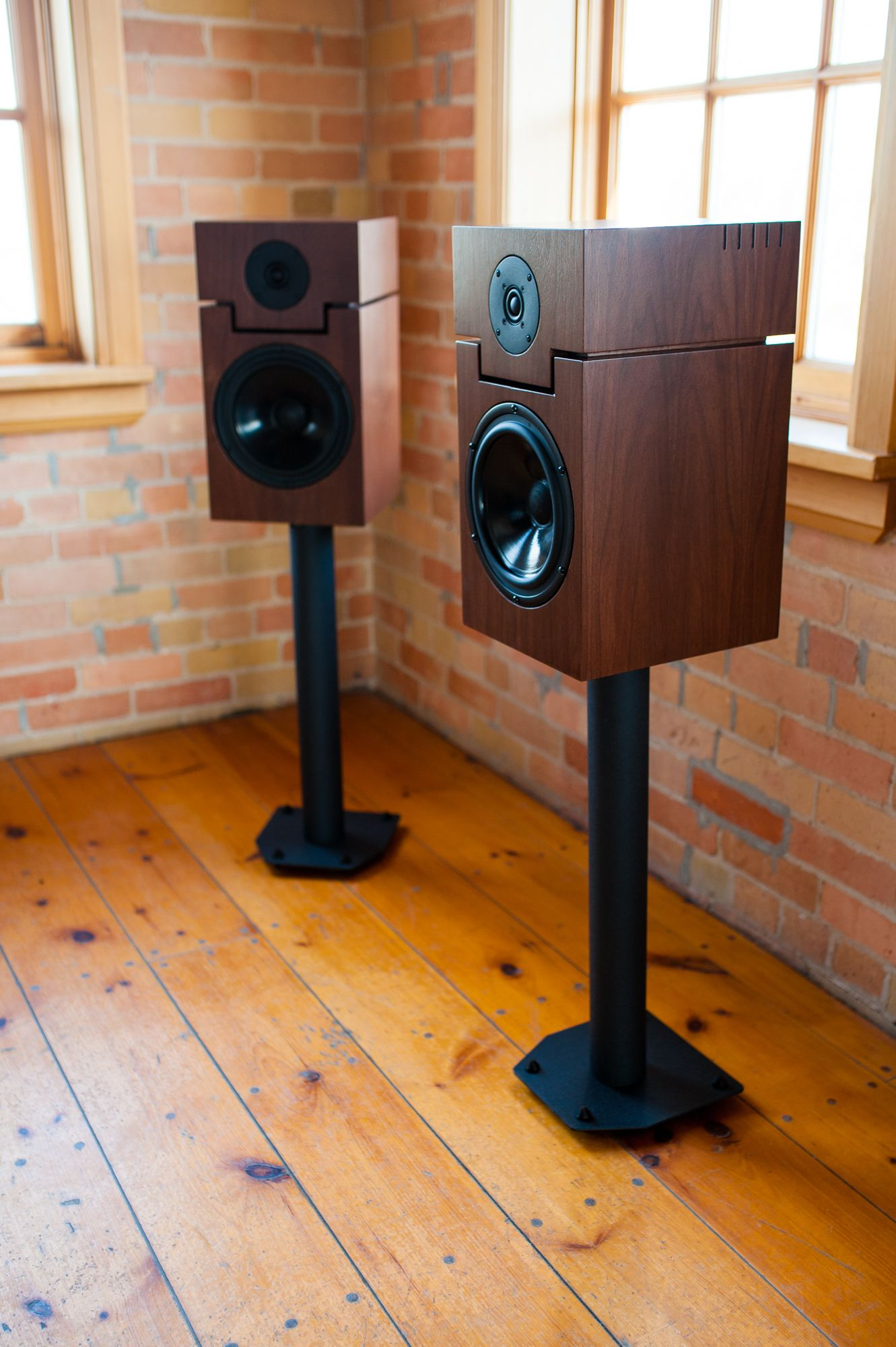 Breathtaking Clarity And Imaging With The Classic Style Fusion Loudspeakers Altavoces Bafles Audiofilo