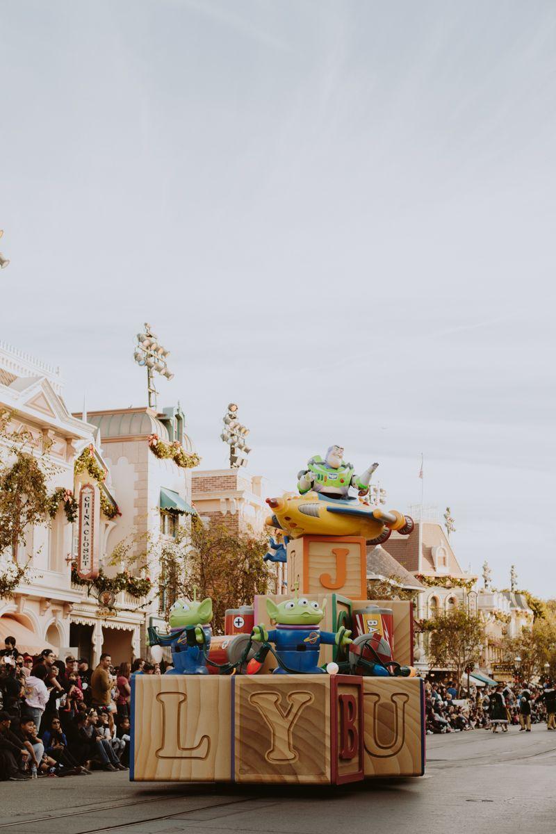 Disneyland Christmas ❁ @andisakowski   ❁ D I S N E Y G R A M ...