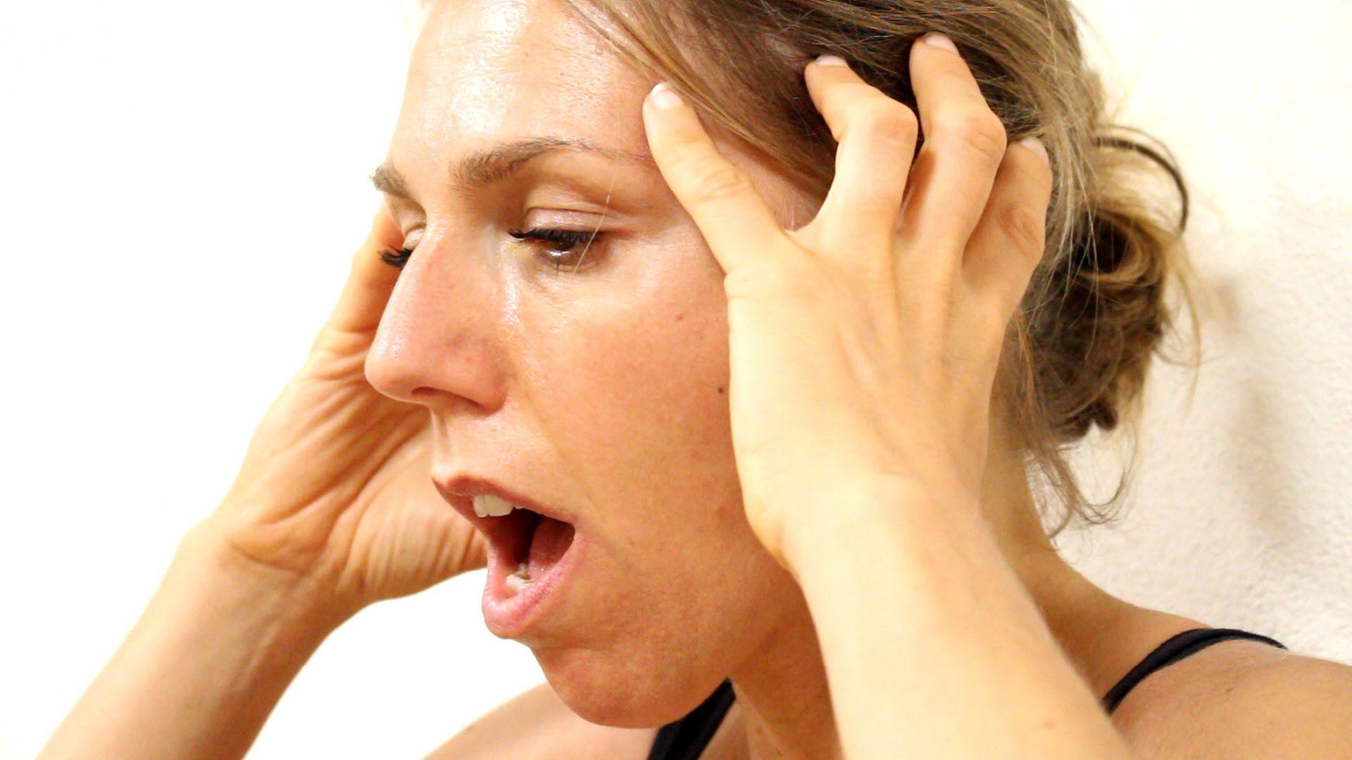 Stretching contro il mal di testa e l'emicrania. Il mal di..