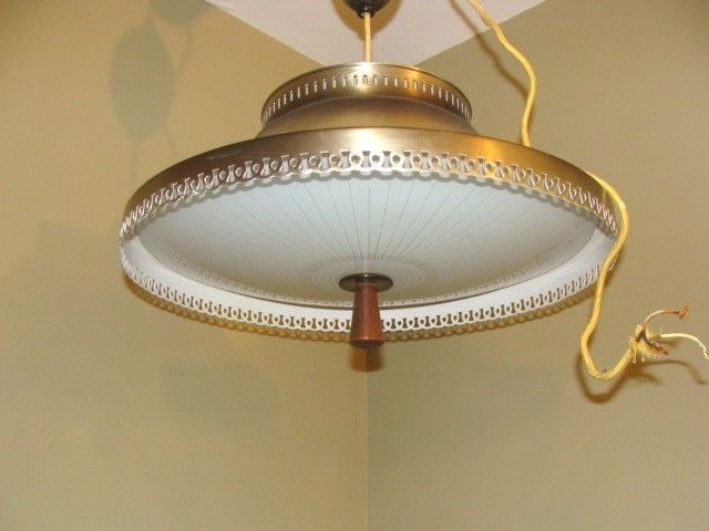 Vintage Atomic UFO Flying Saucer Retractable Pull Down Ceiling Light Fixture